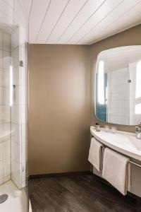 A bathroom at ibis Winterthur City