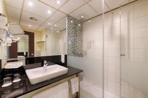 A bathroom at Novina Hotel Wöhrdersee Nürnberg City