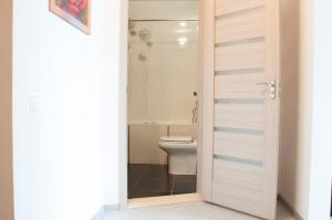 A bathroom at Apartment on Bogatyrskaya 6a