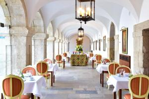 A restaurant or other place to eat at Pousada Castelo de Palmela