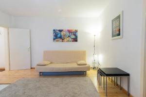 A seating area at B! Apartments