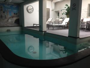 Het zwembad bij of vlak bij Hotel Orion