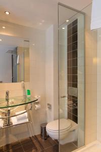 A bathroom at WestCord City Centre Hotel