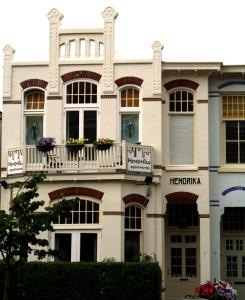 The facade or entrance of Hendrika Apartments