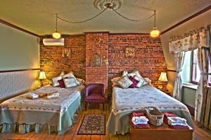 A bed or beds in a room at B&B Au Petit Roi