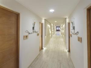 El vestíbulo o zona de recepción de Hotel Las Torres Patagonia