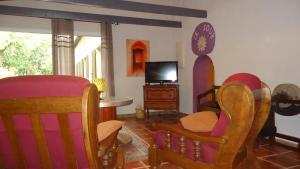 The lounge or bar area at Les Gîtes De Cayenne - Gîte ORIENT