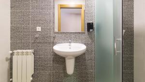 A bathroom at Pensión Pereiro