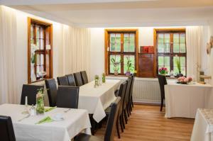 Ein Restaurant oder anderes Speiselokal in der Unterkunft Apart Hotel Paradies