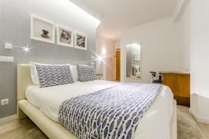 A bed or beds in a room at KateKero