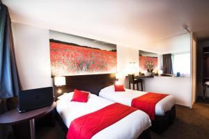 A room at Hotel Pavillon des Gatines