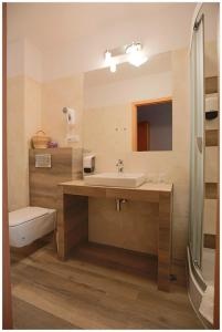 A kitchen or kitchenette at Hotel Polonez