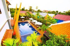 Ein Blick auf den Pool von der Unterkunft Areca Angkor Boutique Villa oder aus der Nähe