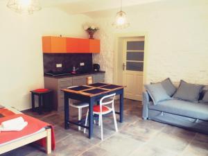 Кухня или мини-кухня в Apartmán ve Dvoře