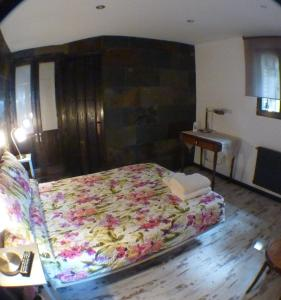 Una habitación en Green Peaks Country House Alojamiento Rural