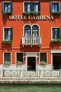 A fachada ou entrada em Hotel Gardena