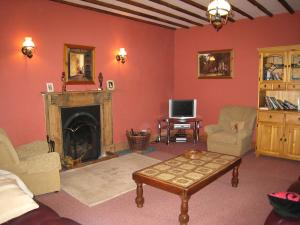 A seating area at Holiday Home Glenrath