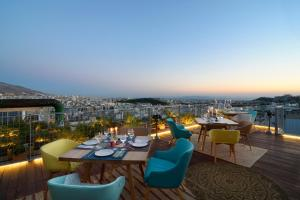 A restaurant or other place to eat at Coco-Mat Hotel Athens