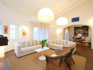 The lounge or bar area at Holiday Home Es Raco