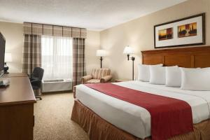 A room at Country Inn & Suites by Radisson, Toledo South, OH