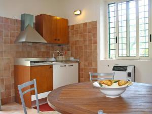 A kitchen or kitchenette at Locazione Turistica Ponzanello-2