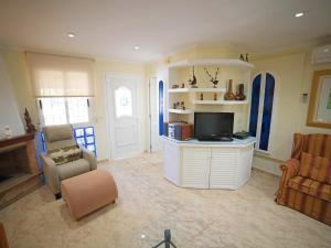 The lounge or bar area at Holiday Home Happy Day