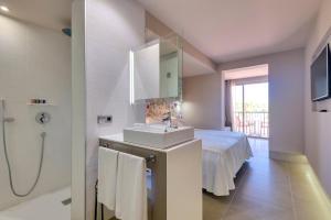 Un baño de Occidental Ibiza