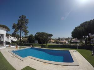 The swimming pool at or near Vila Ninita