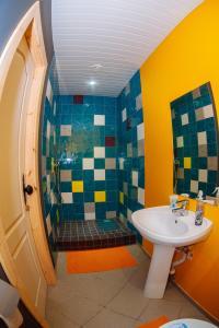 A bathroom at Papa`s