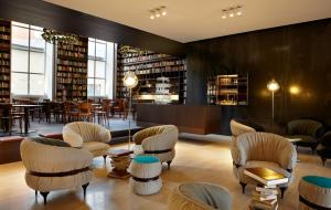 The lounge or bar area at B2 Boutique Hotel Zürich