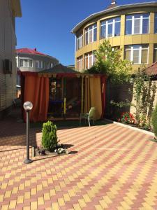 Патио или другая зона на открытом воздухе в Макс Отель