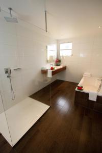 Een badkamer bij Van der Valk Plaza Beach & Dive Resort Bonaire