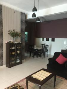 The lounge or bar area at 1-World Condo - Tok Bali Place