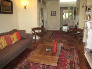 The lounge or bar area at Holiday Home Alexandra Place