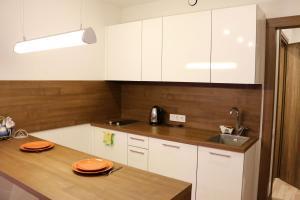 Кухня или мини-кухня в Daily Home