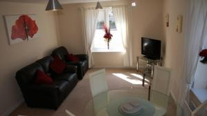 A seating area at Brunel Crescent Apartments