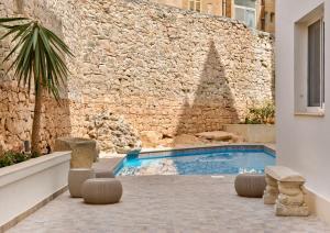 Het zwembad bij of vlak bij Palazzo Violetta Boutique