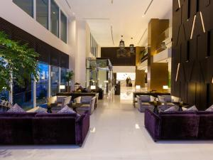 A restaurant or other place to eat at Flora Creek Deluxe Hotel Apartments
