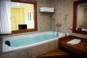 Un baño de Los Cerros del Chaltén Boutique Hotel