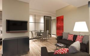 Гостиная зона в Twister Apartments