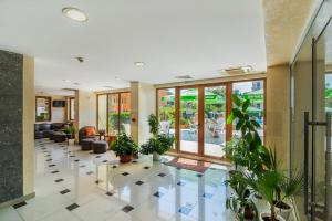 The lobby or reception area at Atlant Hotel