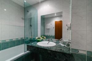 A bathroom at Atlant Hotel