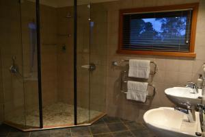A bathroom at Meringa Springs