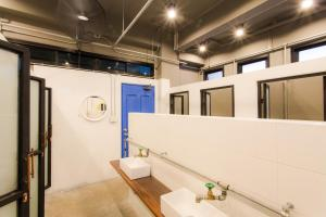 A bathroom at Bloo Hostel SHA Plus