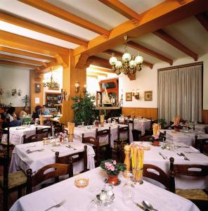 A restaurant or other place to eat at Hotel Del Pesce