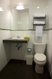 A bathroom at Kamana Hotel