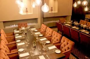 A restaurant or other place to eat at Casa Dann Carlton Hotel & SPA