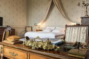 A room at Hotel de Panette - Chambres historiques