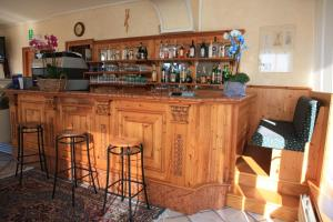 The lounge or bar area at Albergo Miramonti