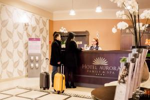 The lobby or reception area at Hotel Aurora Family & SPA